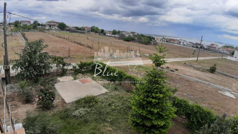 Vila Ovidiu  -Teren generos
