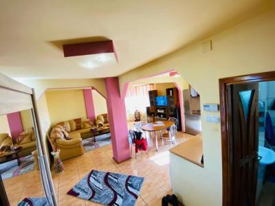 Apartament 3 camere decomandat ,centrala gaz,loc de parcare