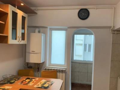 Spitalul Judetean - Apartament 2 camere dec, centrala gaz , etaj 3