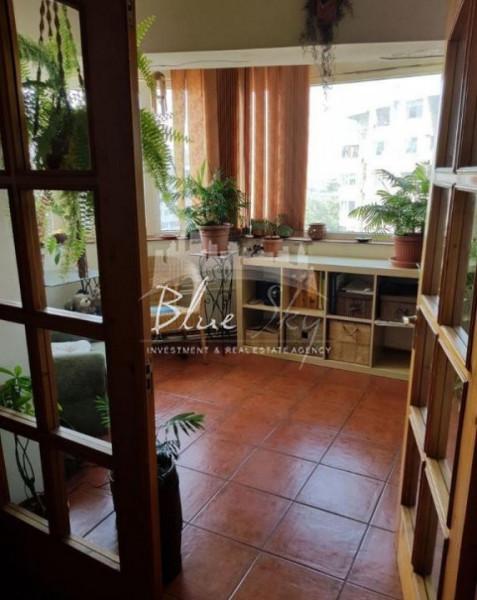Zona Trocadero ,apartament de 3 camere