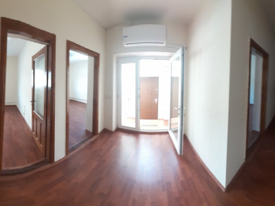 Ultracentral, IDEAL birouri,cabinete, 3 camere, renovat integral,82 mp.
