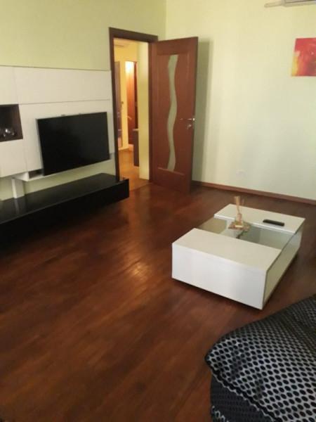 Cazino (Comandament) ,3 camere confort 0, etaj 1, mobilat, utilat integral