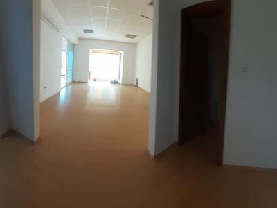 Bd. Mamaia, spatiu in cladire de birouri, 58 mp.