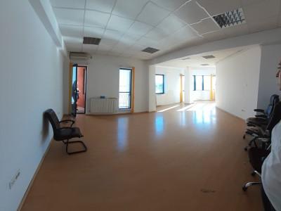 Bd. Mamaia, spatiu in cladire de birouri, 98 mp., 3 camere